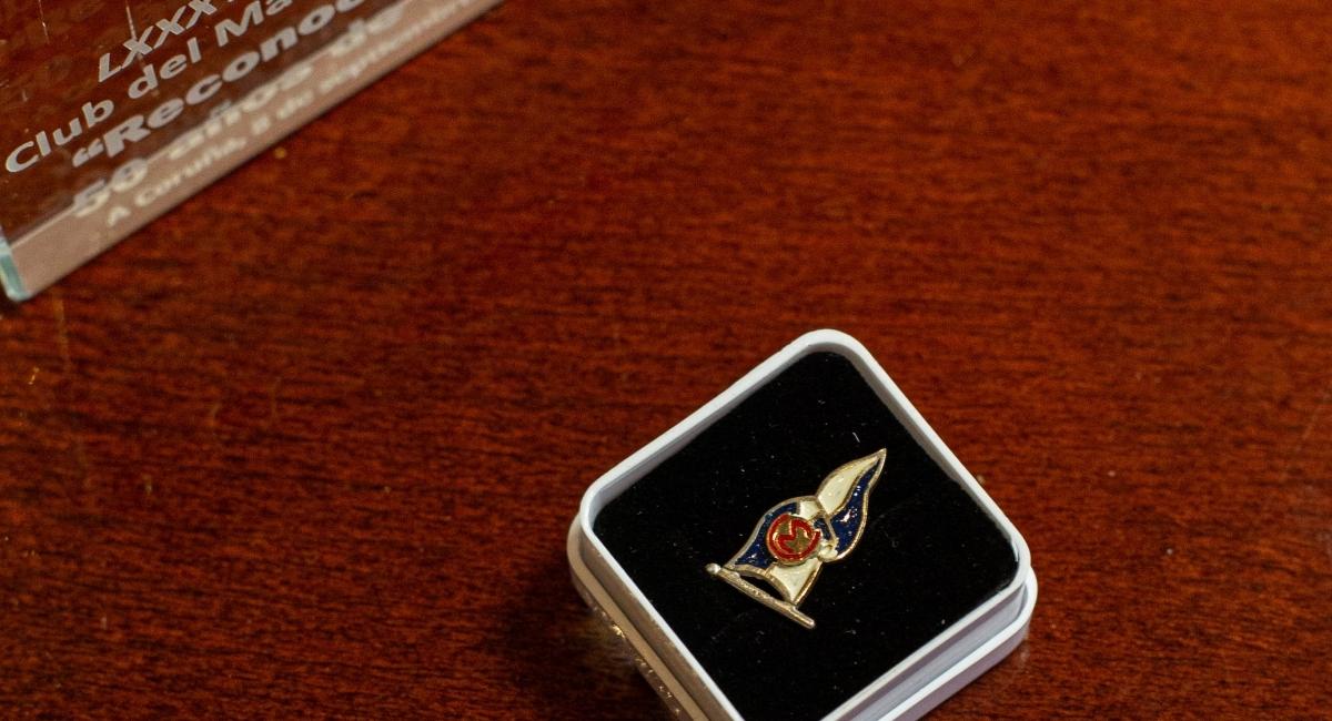 Acto de entrega de insignias a los socios con más 50 años de antigüedad.